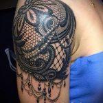 тату кружево на руке - фото пример готовой татуировки 5
