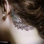 тату крыло за ухом - фотографии вариантов готовых татуировок 4