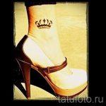 тату на лодыжке корона - классные фото готовой татуировки 3