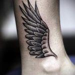 тату на лодыжке крылья - классные фото готовой татуировки 6