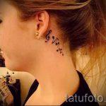 тату ноты за ухом - фотографии вариантов готовых татуировок 4