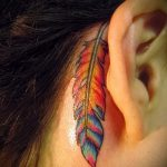 тату перо за ухом - фотографии вариантов готовых татуировок 7