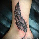 тату перо на лодыжке - классные фото готовой татуировки 3