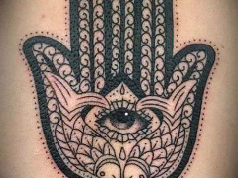 тату хамса - фото пример для статьи про значение татуировки 24