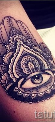 тату хамса – фото пример для статьи про значение татуировки 25