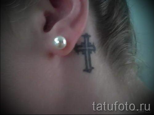 cross tattoo hinter dem ohr fotos von fertigen