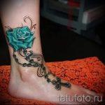 Rose Tattoo auf ihrem Knöchel - großes Foto des fertigen Tätowierung 1