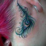 plume tatouage derrière l'oreille - les photos de tatouages options de finis 1