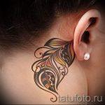 plume tatouage derrière l'oreille - les photos de tatouages options de finis 2