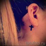 tatouage croix derrière l'oreille - les photos de tatouages options de finis 1