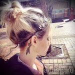 tatouage derrière l'oreille pour les filles - les photos des options de tatouages finis 1
