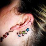 tatouage derrière l'oreille pour les filles - les photos des options de tatouages finis 2