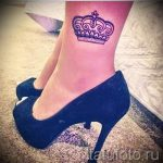 tattoo on her ankle crown 1