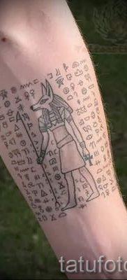 тату анубис на руке – фото татуировки для статьи про значение 2