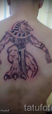 тату бога анубиса – фото татуировки для статьи про значение 8