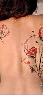 тату маки на спине – фото для статьи про значение татуировки 1