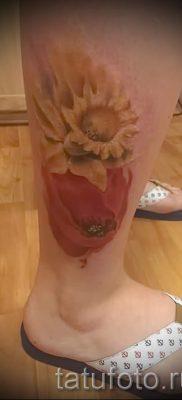 тату мак на ноге – фото для статьи про значение татуировки 3
