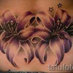 Lilie Tattoo auf dem unteren Rücken - Foto Beispiel der Tätowierung 13072016 3