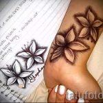 Lilie Tattoo auf ihrem Handgelenk - Foto Beispiel der Tätowierung 13072016 1