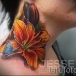 Lilie Tattoo auf seinem Hals - Foto Beispiel der Tätowierung 13072016 2