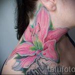 Lilie Tattoo auf seinem Hals - Foto Beispiel der Tätowierung 13072016 3