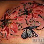 Lilie Tattoo mit Schmetterling - Foto Beispiel für die Tätowierung 13072016 1