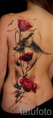Poppies tattoo on his back – photos for an article about the importance of tattoos 3