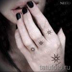 Sonne Tattoo auf seinem Finger - ein kühles Foto des fertigen Tätowierung auf 14072016 1