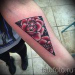 Tattoo-Dreieck mit Rosen - Foto Beispiel eines kühlen Tätowierung auf 14072016 1