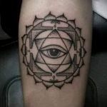 Tattoo-sehende Auge im Dreieck von Wert - ein Beispiel für ein cooles Tattoo Foto auf 14072016 1