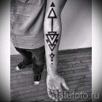 Tattoo zwei Dreiecke - Foto Beispiel eines kühlen Tätowierung auf 14072016 2