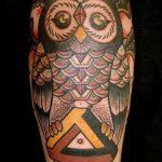 hibou de tatouage dans un triangle - exemple photo d'un tatouage frais sur 14072016 2
