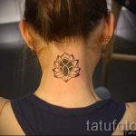 lily tatouage sur son cou - exemple photo du tatouage 13072016 2