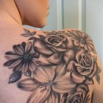 lily tattoo on her back - Photo example of the tattoo 13072016 1