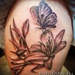 lily tattoo with butterfly - Photo example of the tattoo 13072016 1