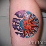 mois de tatouage et le soleil - une photo fraîche du tatouage fini sur 14072016 2