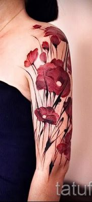 poppy tattoo on his arm – photos for an article about the importance of tattoos 2