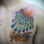 soleil tatouage sur sa poitrine - une photo fraîche du tatouage fini 14072016 2