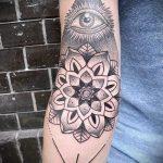 tatouage œil qui voit dans le triangle de la valeur - un exemple de photo de tatouage fraîche sur 14072016 1