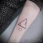 tatouage deux triangles - Photo exemple d'un tatouage frais sur 14072016 2