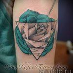 tatouage triangle avec des roses - Photo exemple d'un tatouage frais sur 14072016 2