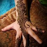 мехенди надписи на руке - фото временной тату хной 1454 tatufoto.ru