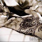 мехенди надписи на руке - фото временной тату хной 2455 tatufoto.ru