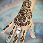 мехенди надписи на руке - фото временной тату хной 4457 tatufoto.ru