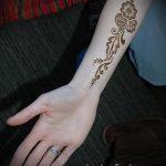 мехенди на внутренней стороне руки - фото временной тату хной 1217 tatufoto.ru