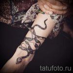 мехенди на руке змея - фото временной тату хной 2318 tatufoto.ru