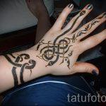 мехенди на руке змея - фото временной тату хной 7323 tatufoto.ru