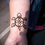 мехенди на руке маленькие - фото временной тату хной 5371 tatufoto.ru