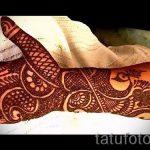 мехенди на руке павлин - фото временной тату хной 2393 tatufoto.ru