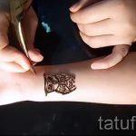 мехенди на руке сова - фото временной тату хной 5423 tatufoto.ru